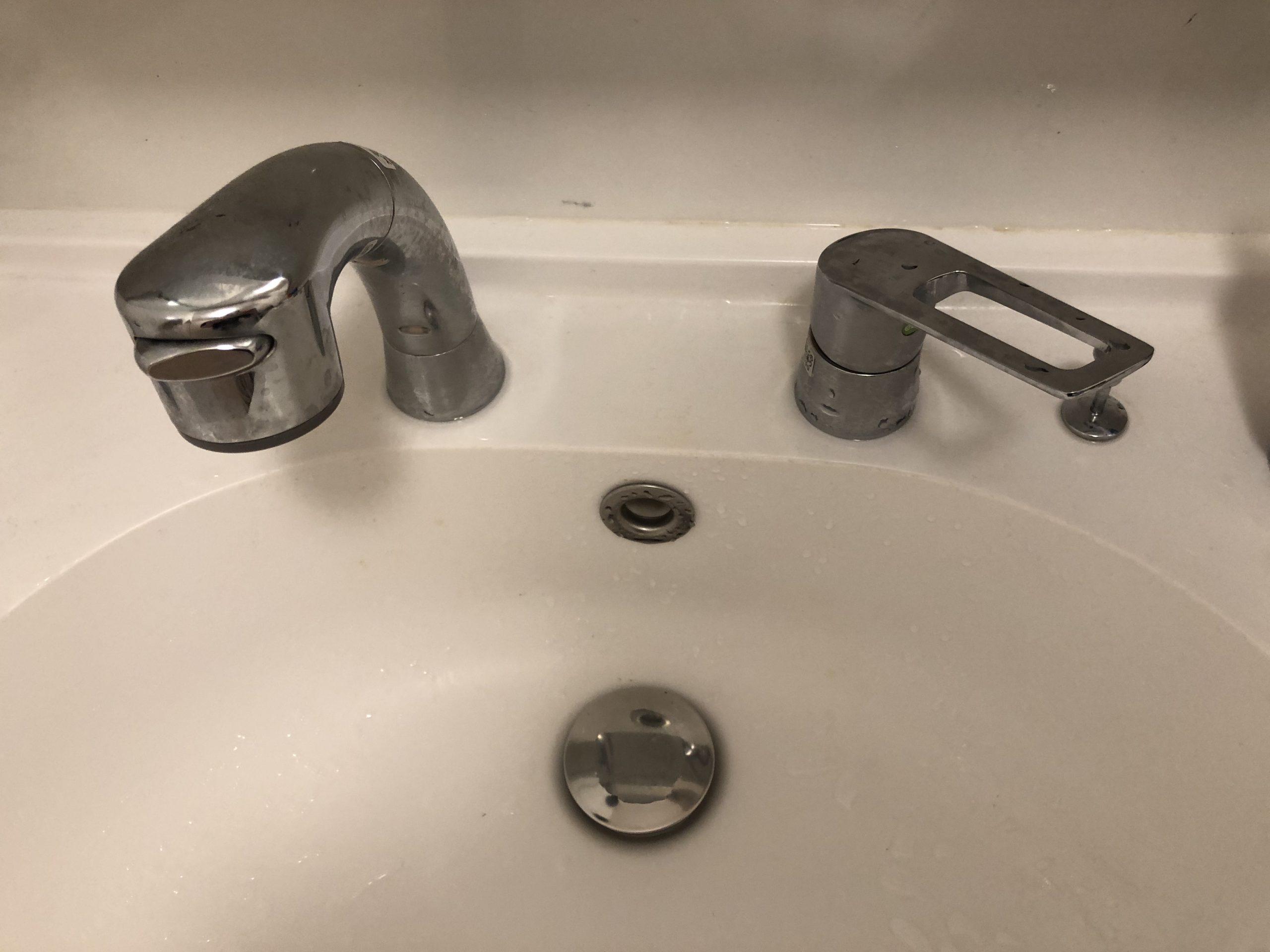蛇口水漏れ